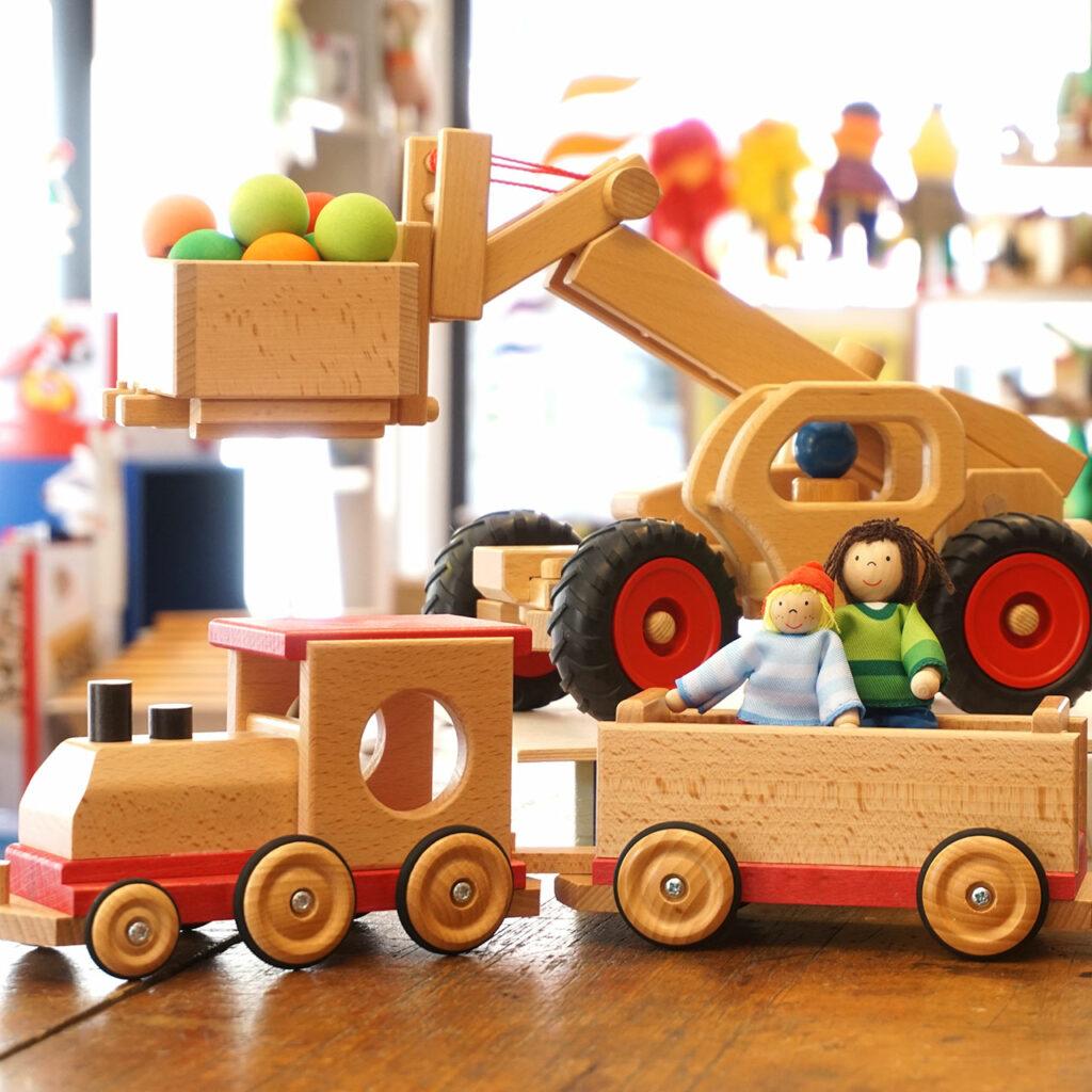 Fahrzeuge aus Holz, Holzeisenbahn, Bagger, Kipper
