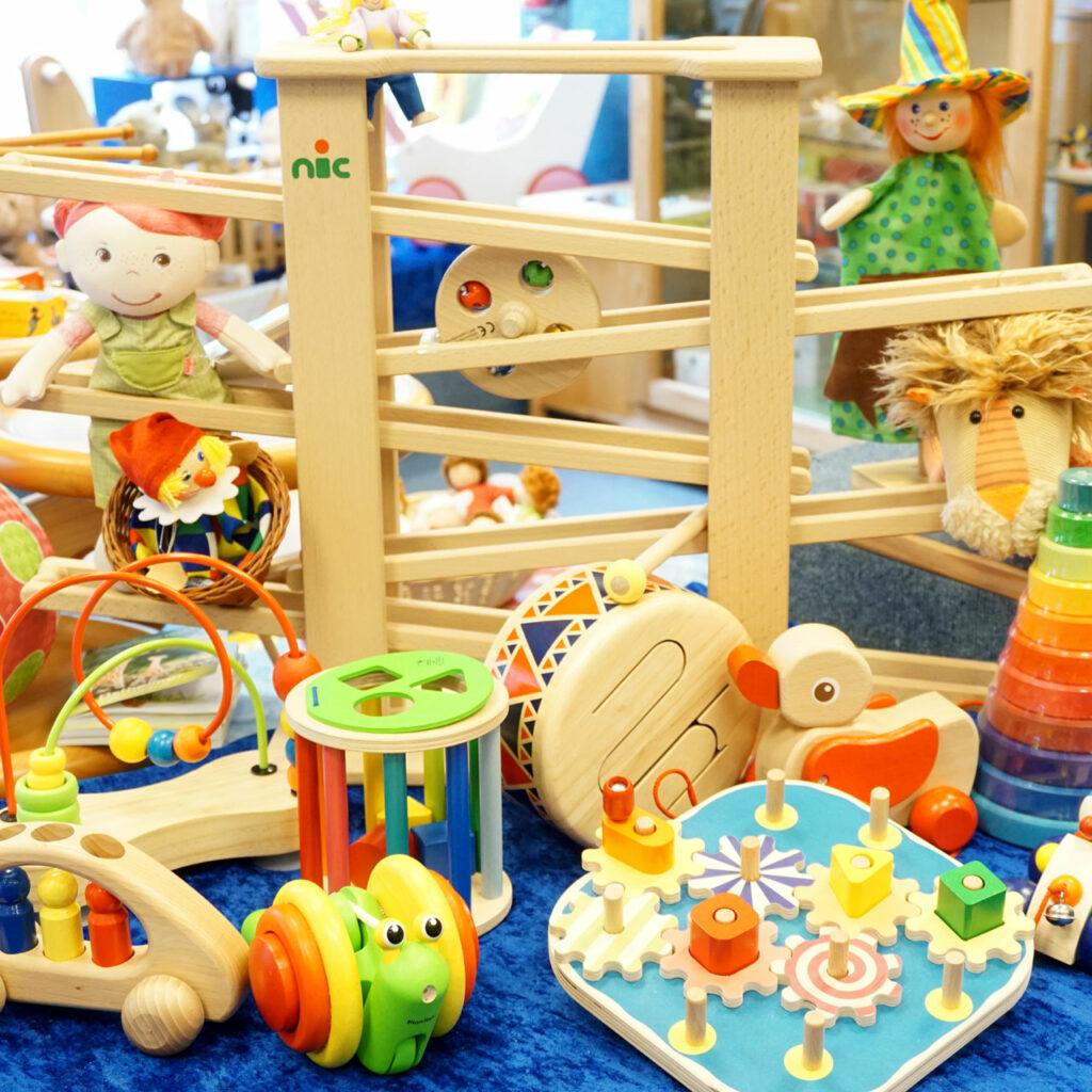Holzspielzeug, Kugelbahn, Ball, Puppen, Spielzeug