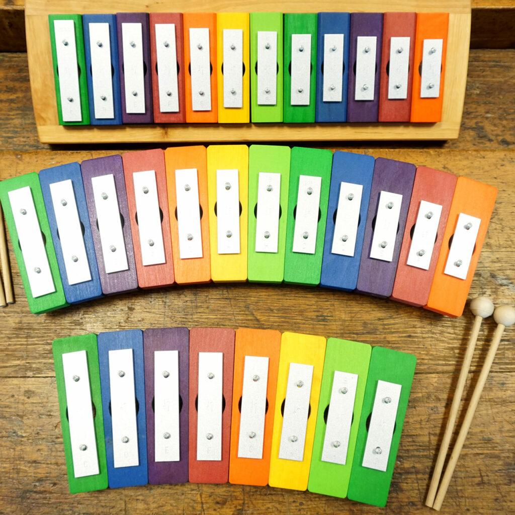 Klangspiele aus Holz, Regenbogenfarben